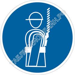 Изображение предписывающего знака M 09 Работать в предохранительном (страховочном) поясе ГОСТ Р 12.4.026-2015