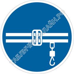 Изображение предписывающего знака M 42 Соблюдай правила безопасности при работе кран-балки ГОСТ Р 12.4.026-2015