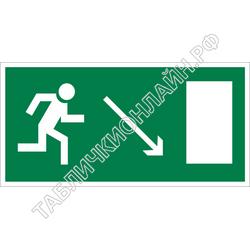 Изображение эвакуационного знака E 07   Направление к эвакуационному выходу направо вниз ГОСТ Р 12.4.026-2015