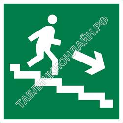 Изображение эвакуационного знака E 13   Направление к эвакуационному выходу по лестнице вниз (направо) ГОСТ Р 12.4.026-2015